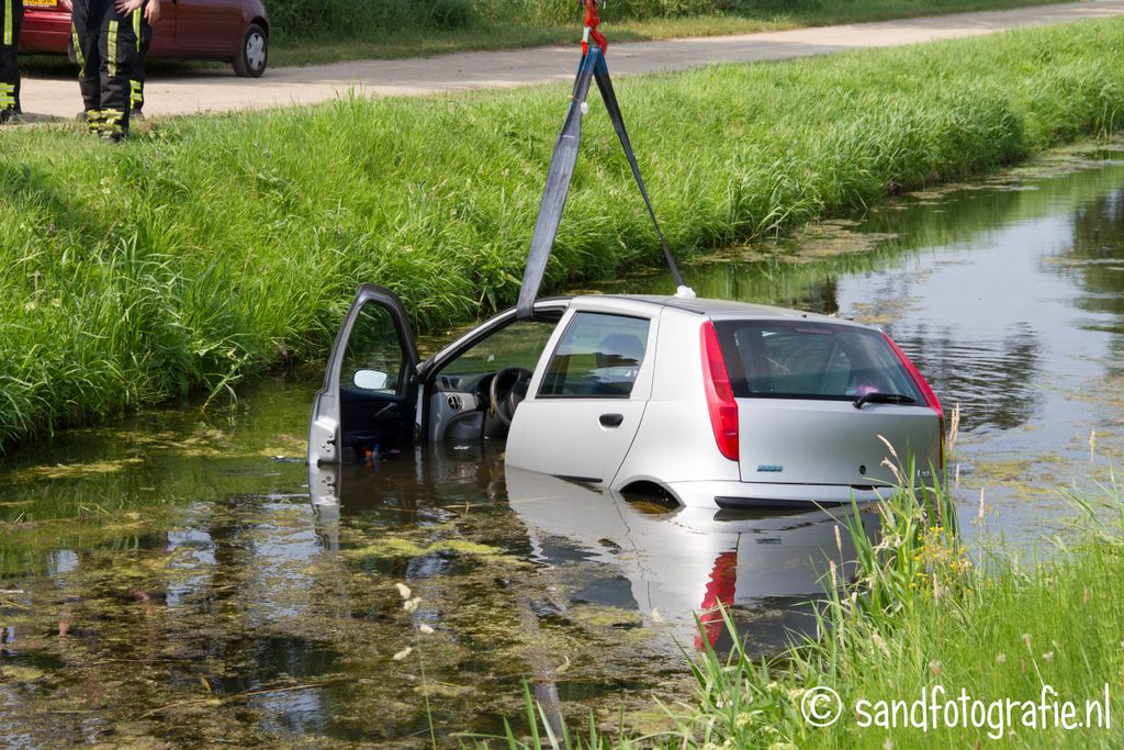 Auto te water Bornerbroekseweg Enter