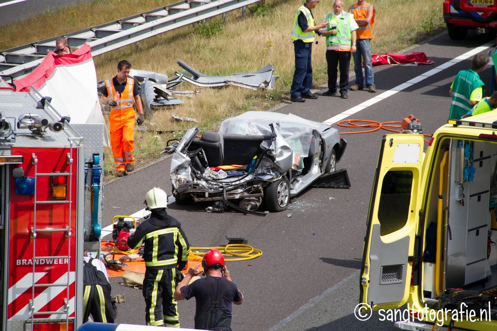 Drie slachtoffers bekneld na ongeval A1 thv Enter