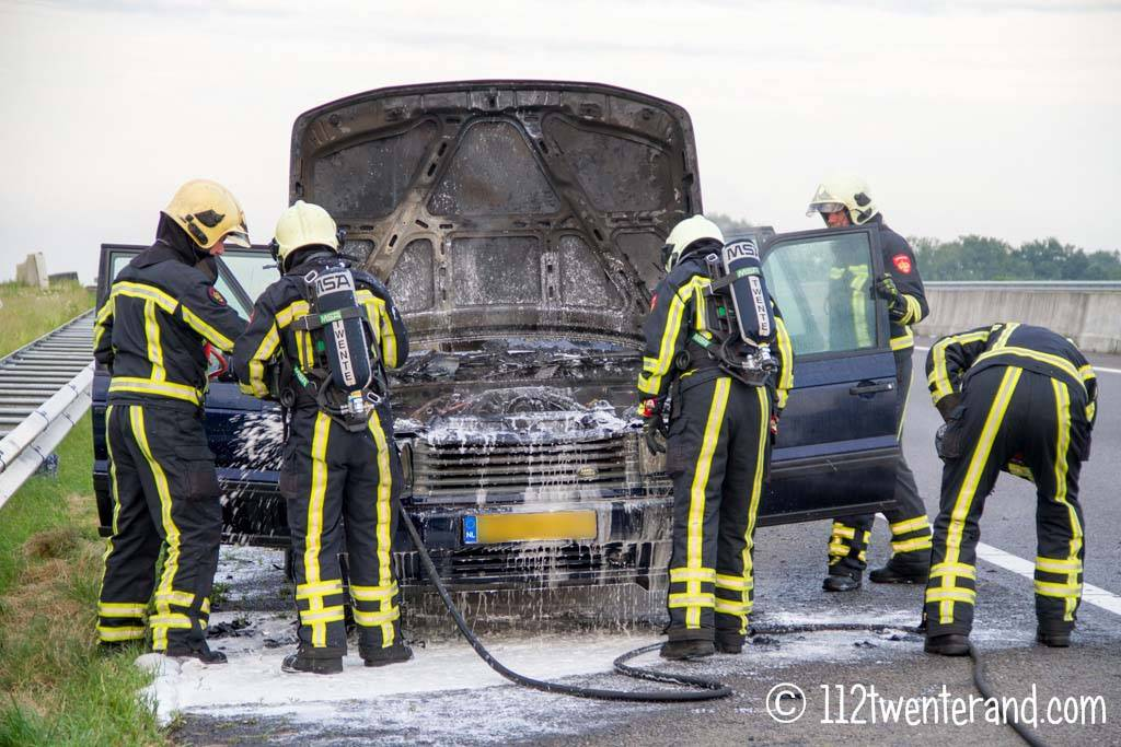 Range Rover in brand op A35 thv Almelo